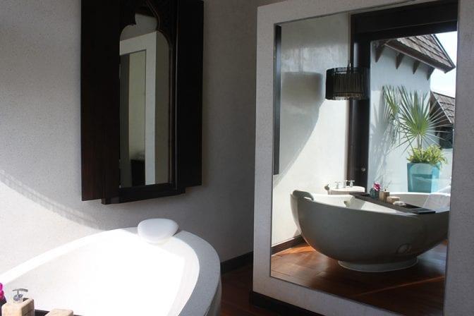 four seasons koh samui review - bathtub